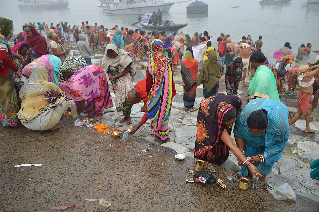 Hindu_Devotees_Preparing_Surya_Puja_Makar_Sankranti_Observance
