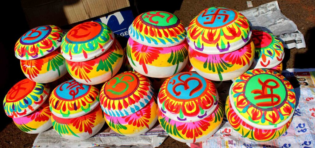 colourful_gift_pots_for_Makar_Sankranti_January_festival