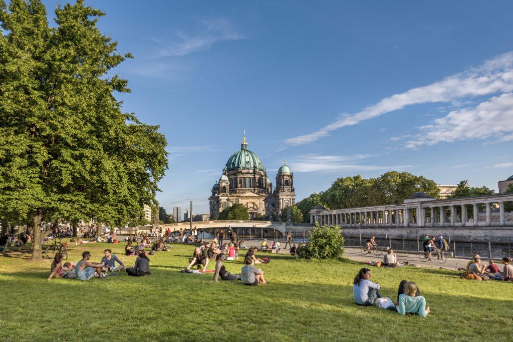 Berlin: James-Simon-Park in summer