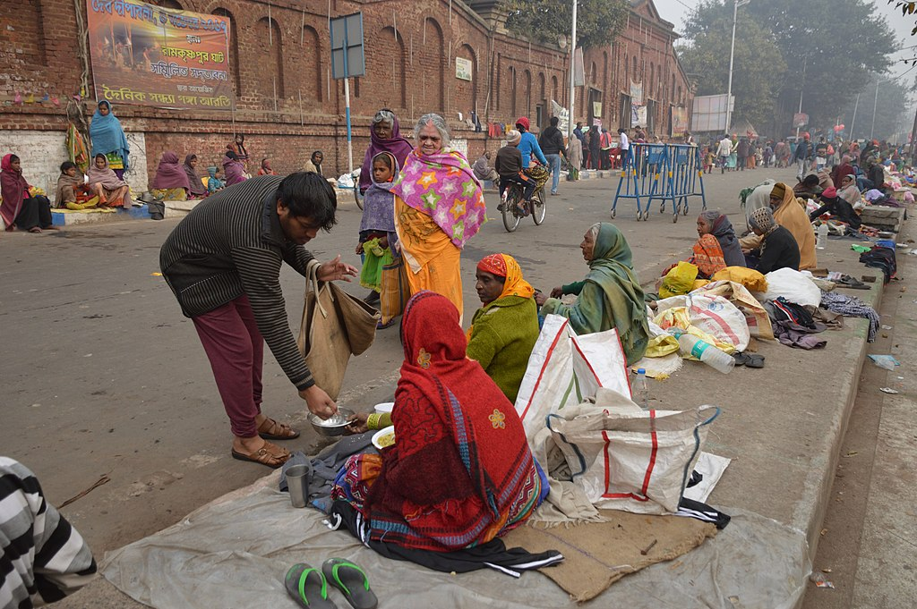 Helping_Needy_People_-_Makar_Sankranti_Observance_-_Ramkrishnapur_Ghat_Area_Howrah_